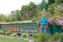picture of Dwight at the Worlds Largest Flowerbox in Neosho Missouri 2005